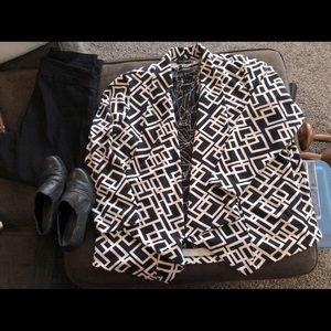 💜 3 for $15 travel elements black & white blazer